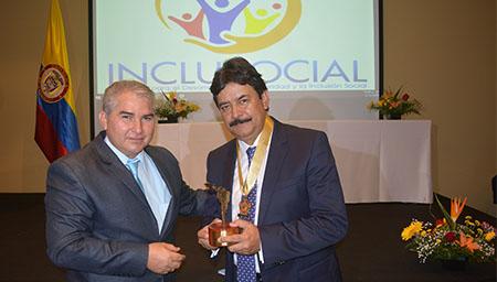 """El gobernador del Huila recibió el título como """"gobernador más solidario e incluyente de Latinoamérica"""""""