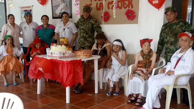 Día de la mujer en hogar geriátrico de Baraya