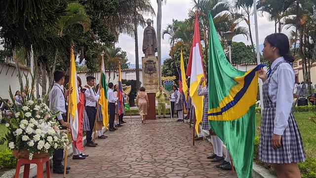 La  I.E.  I.P.B   de Gigante, Celebro  hoy el día del    Natalicio del Monseñor Ismael Perdomo Borrero.